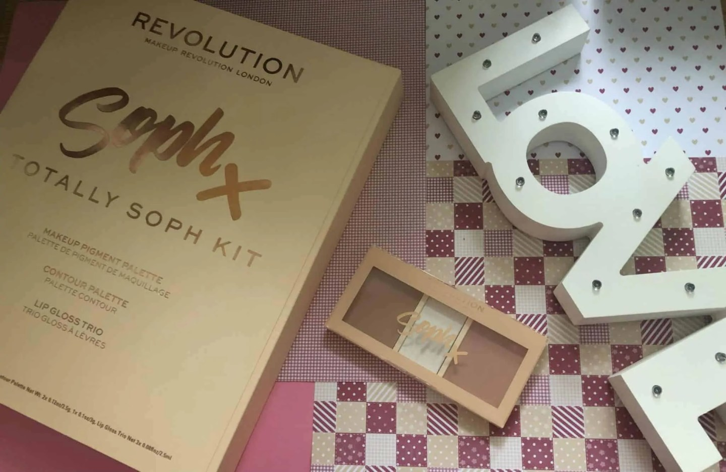Win Revolution Totally Soph kit highlight and contour palette