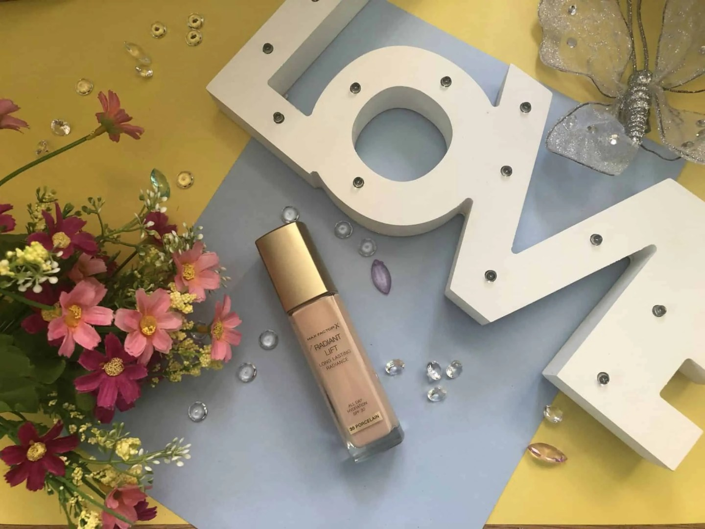 Get a perfect fresh radiant finish with Max Factor Radiant Lift foundation