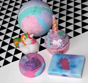 aura organics cosmetics unicorn bath set