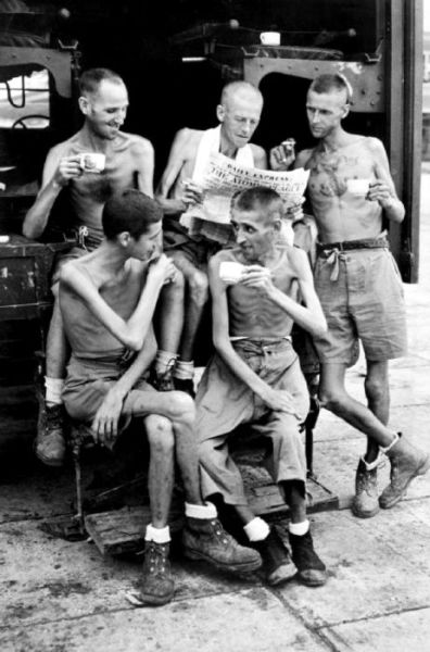 Five Australian former POWs catch up on news about the atomic bombings.