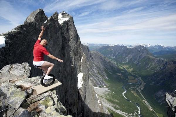 A defying act by Eskil Rønningsbakken in Norway.