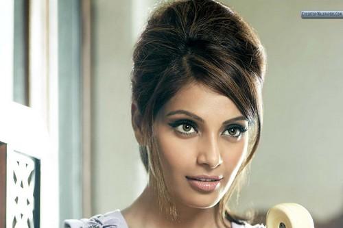 Bipasha Basu Cute Face Closeup
