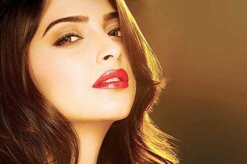 Sonam Kapoor Most Kissable Actresses