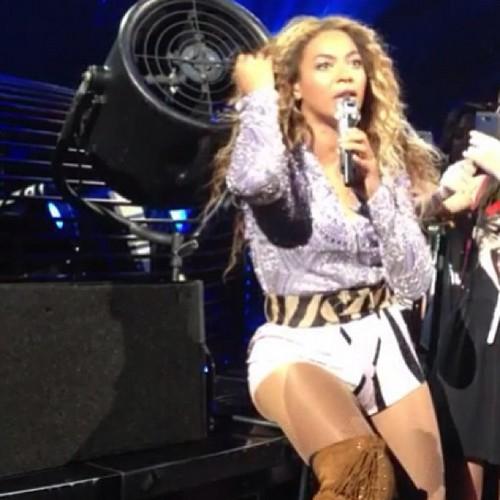 Beyoncé Getting Her Hair Stuck In A Fan