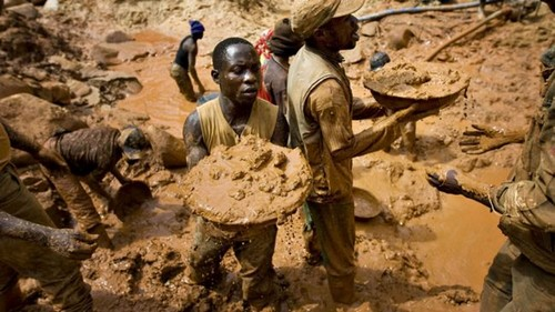 gold digger in Congo