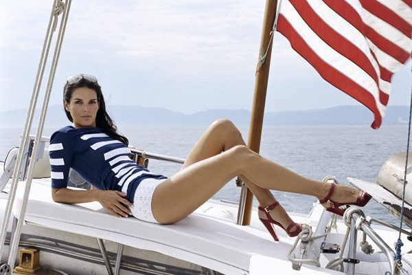 Angie Harmon Sexiest TV Series Actresses