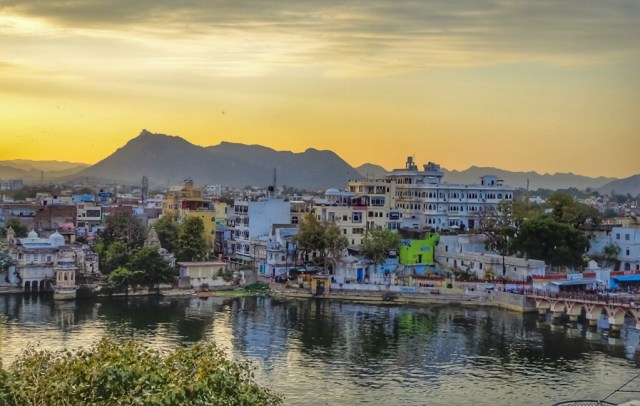 Sunset in Udaipur, Rajasthan - like most things in India is best savoured slowly. This is not a place to rush around