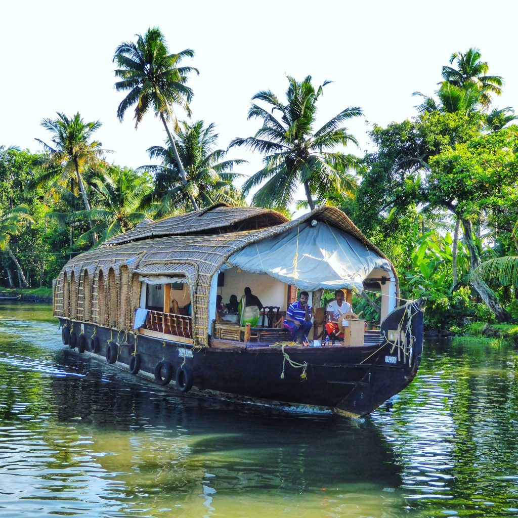 Cruising the Kerala backwaters on a houseboat is an expereince you can't miss when in Kerala