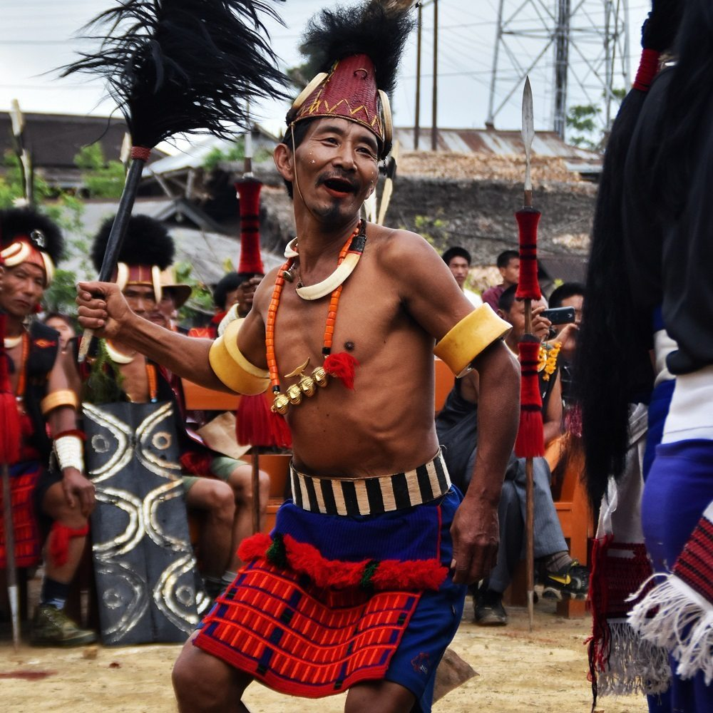 Headhunter man dancing at Aoling Festival