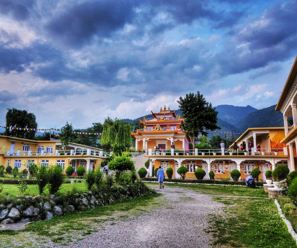 Deer Institute in Bir used to be a monastery but now it is open to anyone who wants to come and study meditation, philosophy and other aspects of Tibetan and Indian culture