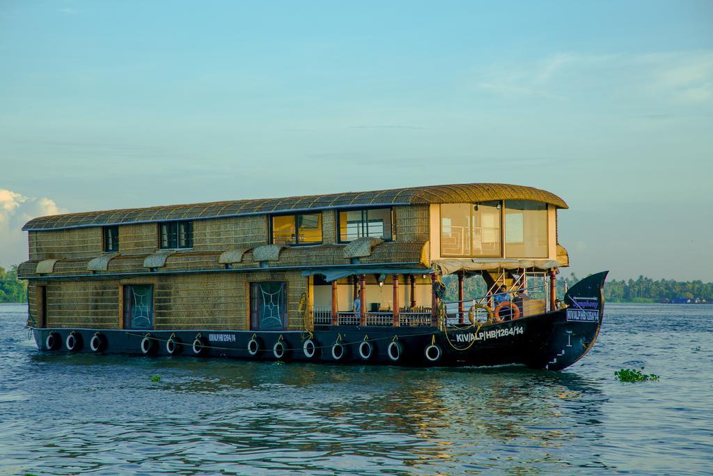 Harmony houseboats
