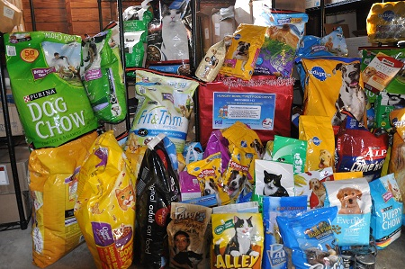 A food drive can feed a lot of hungry animals. Photo: Petsit.com
