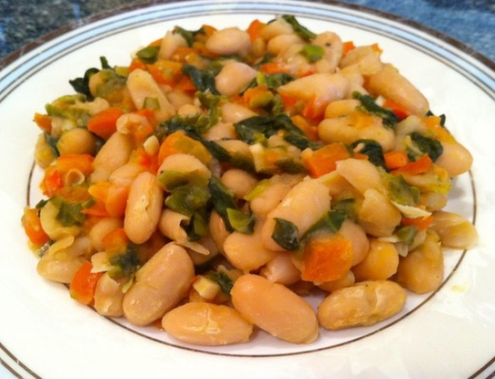 This red pepper, garlic & scallions with cannellini beans recipe is delicious on its own or as a side dish. High in protein and fiber, it would be beneficial to any weight loss program./Photo credit: Lisa Singer
