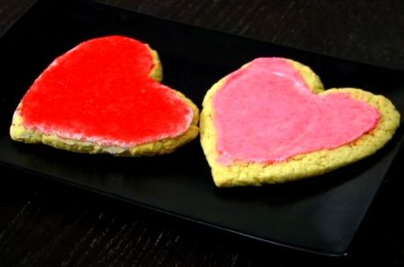 These sugar cookies are perfect for Valentine's Day. (VEGAN/VEGETARIAN)