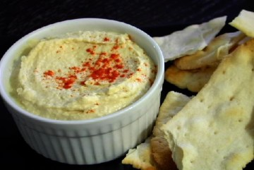 This lemon garlic hummus is a scrumptious snack.(VEGAN/VEGETARIAN)