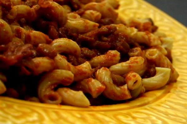 (VEGAN/VEGETARIAN RECIPES) Try this vegan version of chili mac.