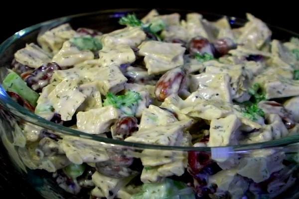 (VEGAN/VEGETARIAN RECIPES) Try this Beyond Meat chicken salad for dinner!