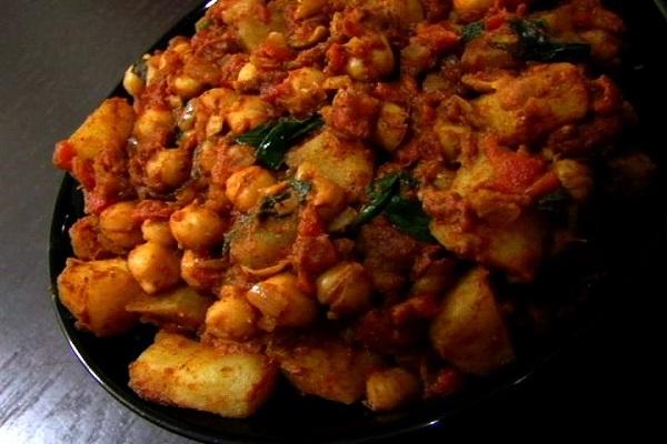 (VEGAN/VEGETARIAN RECIPES) Try this oil-free vegan Indian chickpea masala.