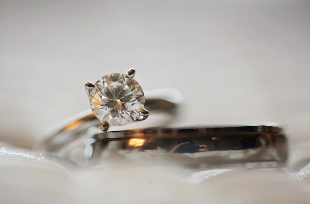 How to clean and take care of your engagement ring?
