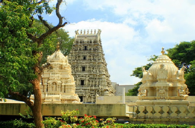 5 famous temples in Bangalore :