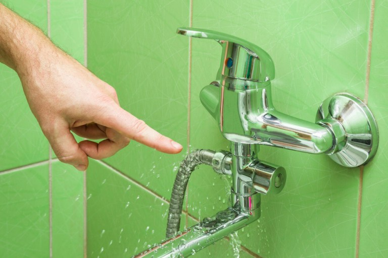 How to Fix a Leaky Bathtub Faucet – Detailed Guide