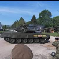 Ruski tenk T-72B3 na vojnoj paradi u Nišu