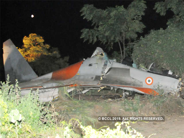 iafs-sukhoi-30-fighter-aircraft-crashes-near-pune