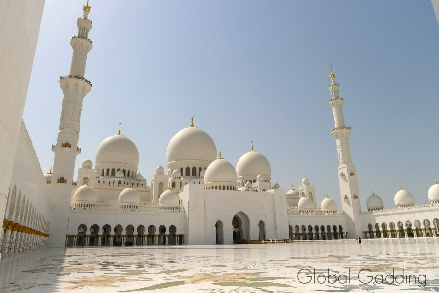 inner courtyard mosque in abu dhabi