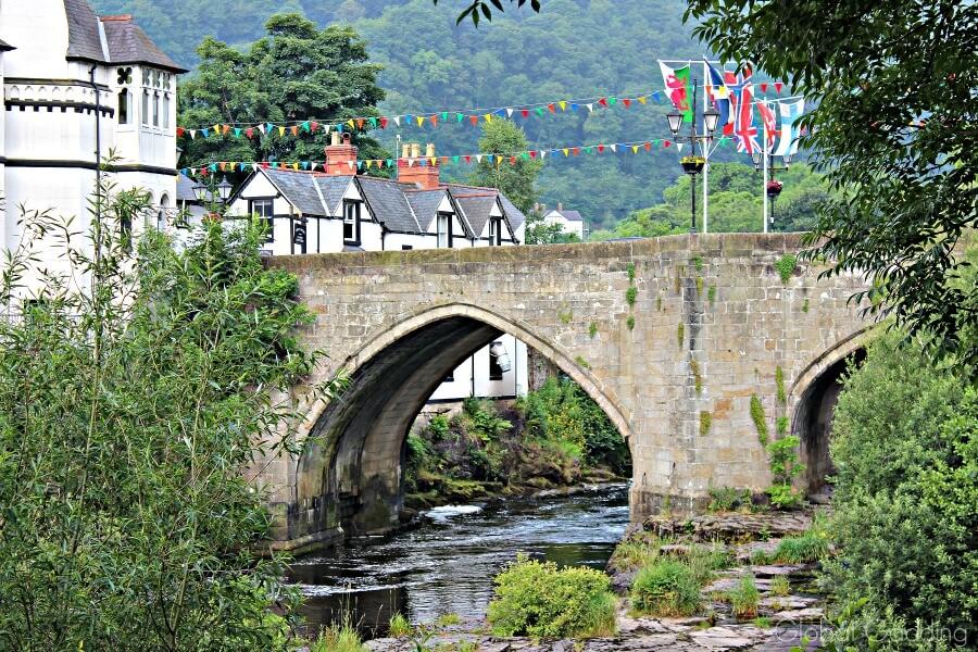 picturesque llangollen bridge arches
