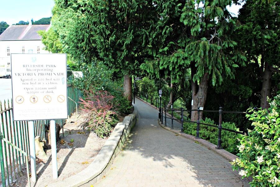 picturesque llangollen riverside park