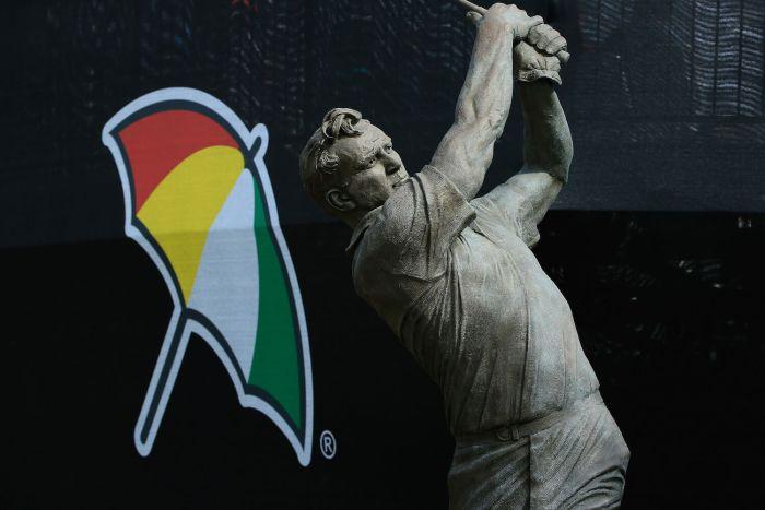 Arnold Palmer statue