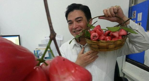 Makopa as modelled by 70's Filipino teen-idol and one of globalgranary's favourites' Arnold Gamboa