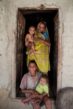 Indian mothers and their babies - Paul Joseph Brown Global Health Photography - Public Health Photography
