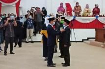 Pemasangan PIN Oleh Ketua DPRD Terhadap Anudin Sebagai Anggota PAW