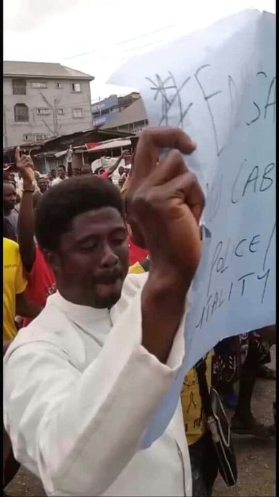 Fiery Catholic priest Father Obimma Ebube Mmuonso Leads EndSARS Protest In Onitsha