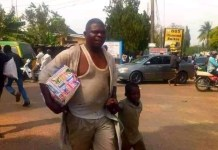 Photo Of A Father Who Took His Little Son To Loot Covid-19 palliative In Kaduna