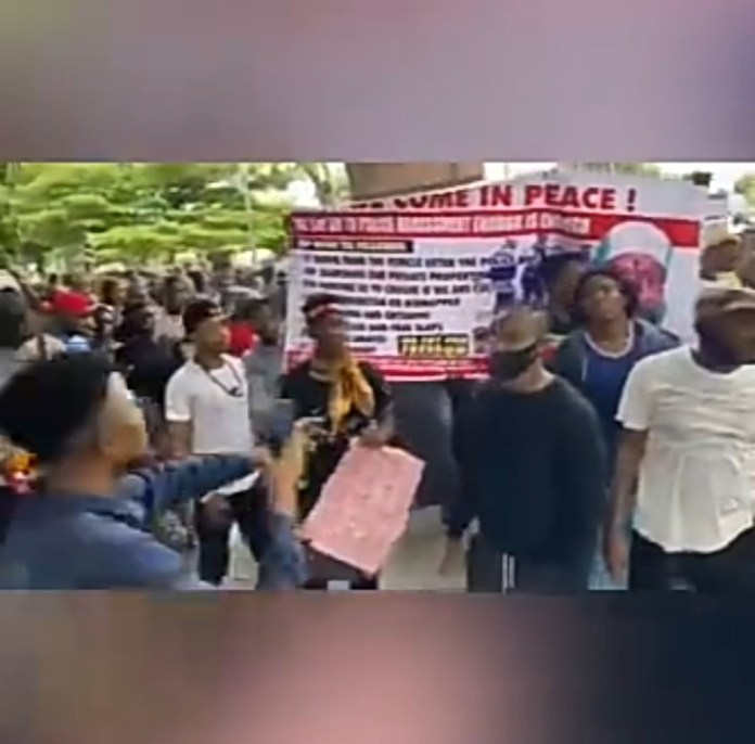 Video Of Edo Youths Protesting Against SARS In Front Of Oba Of Benin's Palace