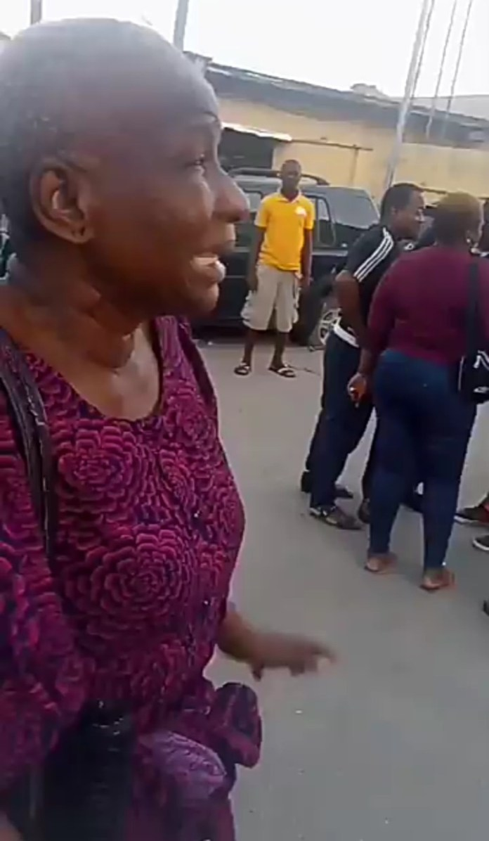 Video Of Elderly Woman Slapped By Police For Pointing At Police Station-ENDSARS