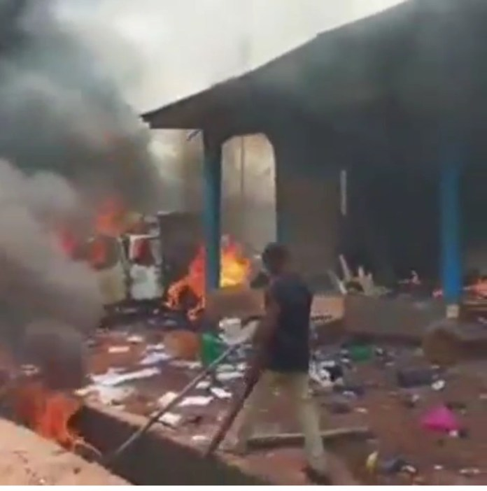 Video Of Hoodlums Burning Police Station In Edo State