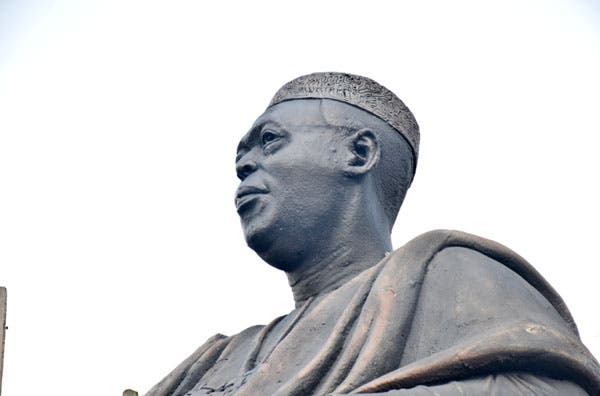 Video Showing Obafemi Awolowo's Glasses Stolen From Statue