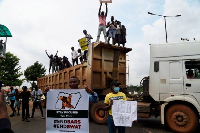 Video of thugs attacking EndSARS protesters in Kubwa Abuja with sticks and knives
