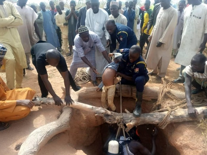 Body Of A 6 year old Boy who drowned in a well in Kano recovered by officials of the Kano State Fire Service