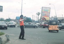 Video Of A Police Officer In A Dramatic Traffic Control In Port Harcourt