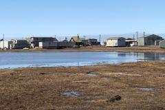 Tuktojaktuk - die Stadt am Arktischen Meer und zwischen Süßwasserflächen.