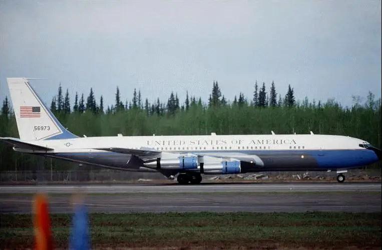 VC 137B C Stratoliner