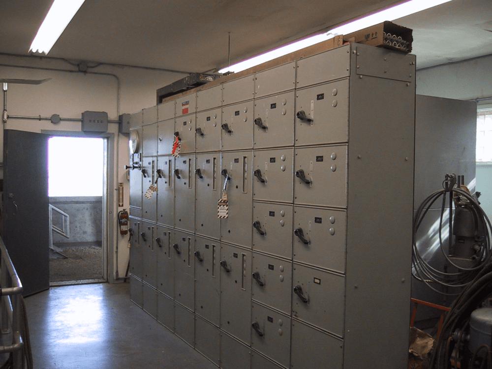 medium resolution of motor control center via wikimedia commons