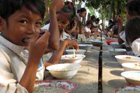 Kids at the Cambodia Rural project
