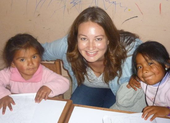 Volunteer and children at Picaflor House