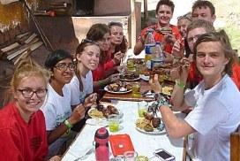 University group volunteers in Peru