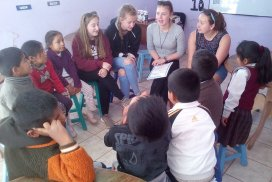 volunteer class in peru